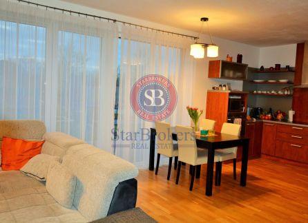 STARBROKERS – VÝRAZNÉ ZNÍŽENIE CENY PREDAJ 4 izbového nízkoenergetického domu s modernými technológiami v centre Dunajskej Lužnej, na Azalkovej ulici.