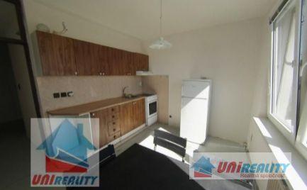 PREDANÉ!!! BÁNOVCE NAD BEBRAVOU - 2 izbový byt VEĽKOMETRÁŽNY / DUBNIČKA / čiastočná rekonštrukcia