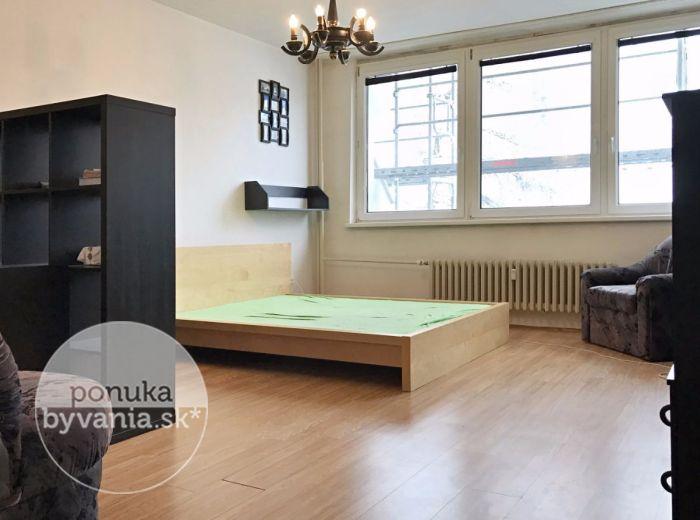 PRENAJATÉ - TICHÁ, 1-i byt, 54 m2 - PRIESTRANNÝ byt s loggiou, ZARIADENÝ, s výhľadom na zeleň, výborná lokalita, VOĽNÝ IHNEĎ
