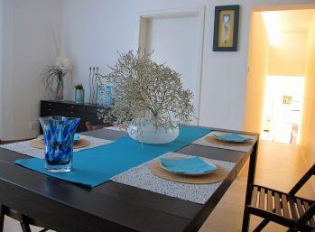 3 izbový byt v apartmánovom dome, 74 m2,  záhrada 400 m2, Banka