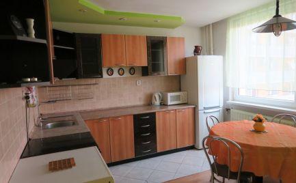 EXKLUZÍVNE!!Pekný 3-izbový byt, 77 m2, balkón, M.R.Štefánika, Levice