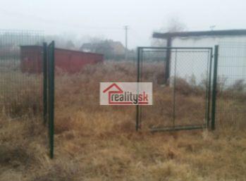 Reality Štefanec /ID-10530/ Gabčíkovo, okr. DS, predaj pozemku o rozlohe 432 m2 na výstavbu domčeka, alebo chaty /je projekt a vydané stavebné povolenie/. Cena 15.000,-€.