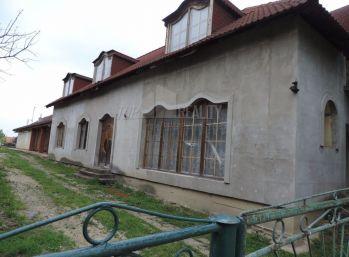 Reality Štefanec /ID-10531/ Selice, Polovnícká ul., okr. Šaľa, predaj dvojgeneračného domu. Cena 46.600,-€.