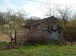 Pozemok 2727 m2 a hospodárska budova v Ondrejovciach okr. LV