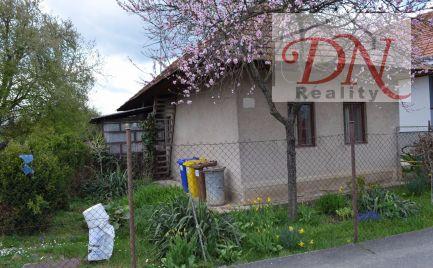 Predané ! Výhradne u nás! Predaj staršieho rodinného domu s krásnym pozemkom  - Čeľadice