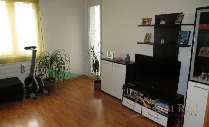 Best Real  3 izbový byt na Dunajskej ulici v Šamoríne, 70m2, 5/8 poschodie.