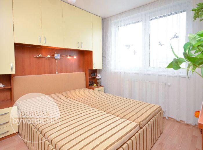 PREDANÉ - SVÄTÝ JUR, 2-i byt, 37 m2 – NOVOSTAVBA, pekný byt s balkónom, TEHLA, obľúbená tichá lokalita, VLASTNÉ KÚRENIE, parkovacie miesto