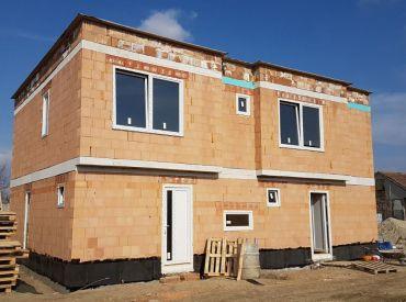 Nové domy v centre Rovinky v štandarde a S KUCHYNSKOU LINKOU!Ceny od 135900,-!!!
