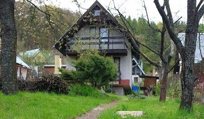 Pekná murovaná chata s pozemkom takmer v lese, predaj, Sokoľ
