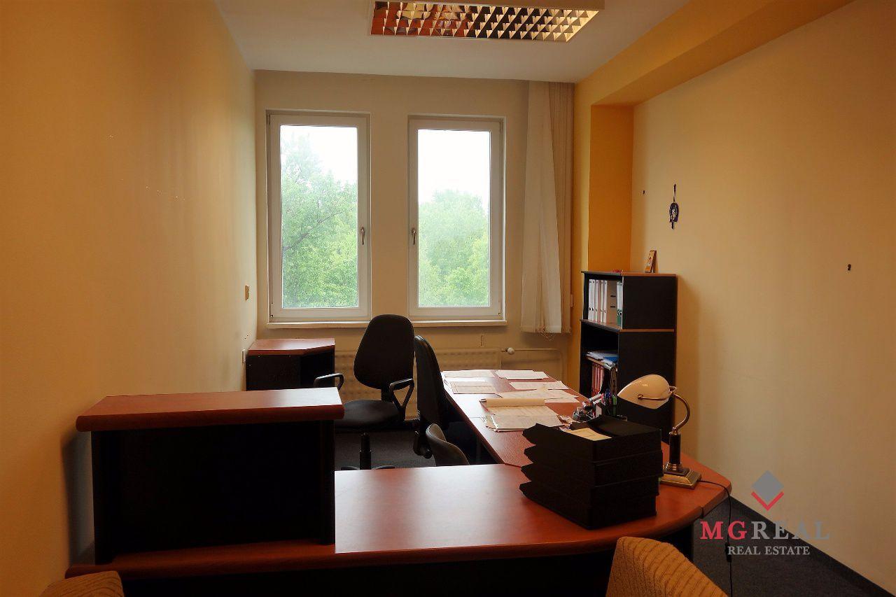 e1966b8390507 Zariadené kancelárske priestory, malé kancelárie, 20m2, 25m2,  Bratislava,Ružinov, Studená ul., parkovanie