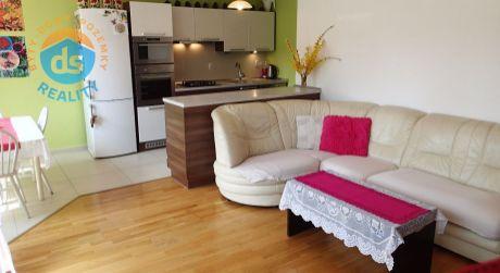 Exkluzívne na predaj 3 izbový byt s lodžiou v novostavbe + garáž, 84 m2, Trenčianska Teplá