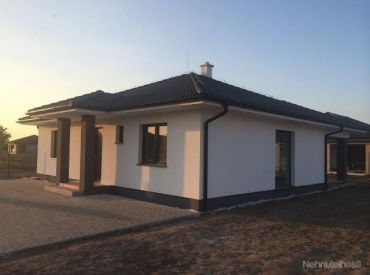 K nasťahovaniu!Nový projekt v Hamuliakove , bungalovy  108m2, s pozemkom od 600m2. AKCIOVÁ CENA: 149900,-
