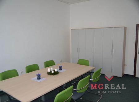 Kancelársky celok v centre Bratislavy, cca 82 m2, Šafárikovo námestie, dobrá adresa