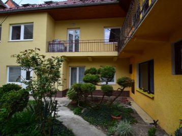 Apartmánový dom s 3 bytmi v centre mesta, kompletne zariadený, Teplická ul., Piešťany