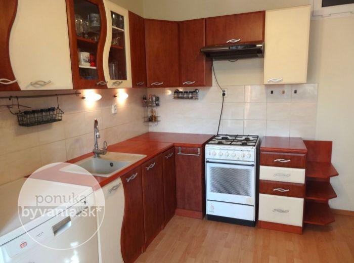 PREDANÉ - ŽITNÁ, 3-i byt, 69 m2 - ZREKONŠTRUOVANÝ byt so zasklenou loggiou, klimatizácia, ZATEPLENÝ bytový dom