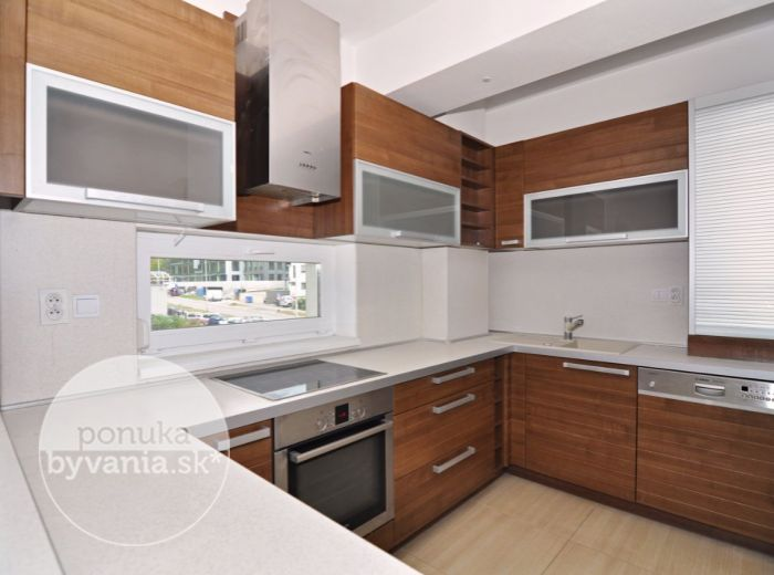PREDANÉ - STARÉ GRUNTY, 3-i byt, 94 m2 – NOVOSTAVBA s TERASOU i balkónom, klimatizácia, ŠATNÍK, NÍZKE NÁKLADY