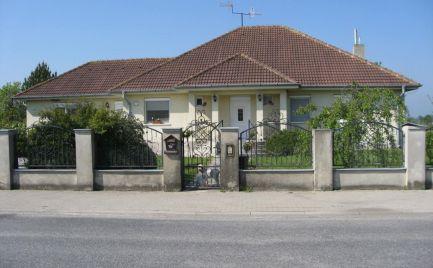 Nadštandardný rodinný dom v strede obce Mad, len 3 km od DS