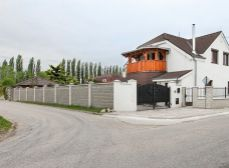 Galanta, Hodská: Predaj rekonštr. 5izb RD úžt. 214m2 + balkón, 2-garáž, pozemok 681m2