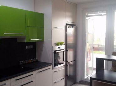 Moderne zariadený byt o výmere takmer 70 m2 v Rovinke s vlastnou loggiou