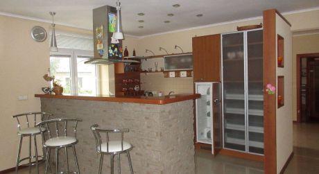 Na predaj polyfunkčná budova / sklad. a kanc. priestory / s bytom a veľký pozemok 3.693 m2, Hrádok okr. NMnV