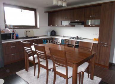 Maxfin Real - ponúka na prenájom rodinný dom s parkoviskom pre štyri autá v obci Paňa s rýchlou dostupňosťou do Nitry