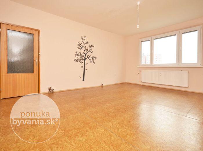 PREDANÉ - HROBÁKOVA, 3i byt, 75 m2 – príjemný byt s loggiou, ZREKONŠTRUOVANÝ bytový dom, ihneď voľný, BLÍZKO dostihovej dráhy