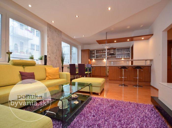 PREDANÉ - NÁM. HRANIČIAROV, 2-i byt, 68 m2 – priestranný byt, novostavba, ŠATNÍK, komora, zasklený balkón, s VÝHĽADOM na zeleň