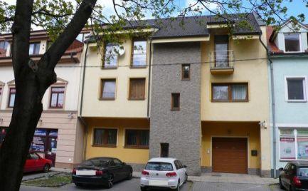 Rodinný dom s 2 bytmi a bazénom na predaj v Šamoríne