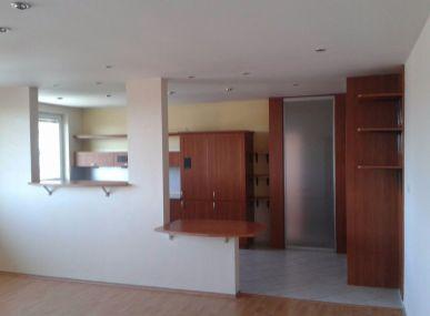 MAXFIN REAL - Predaj priestranny 3 izbovy byt, Kralova pri Senci, €87000