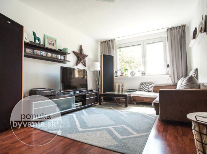 PREDANÉ - OŽVOLDÍKOVA, 3-i byt, 74 m2 – priestranný slnečný byt, KOMPLETNE zrekonštruovaný, so zasklenou LOGGIOU, pivnica, DOBRÁ lokalita