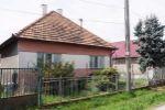 Ponúkame na predaj rodinný dom s krásnym pozemkom (29á) v zastavanej časti obce Domadice.