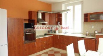 PRENÁJOM: 3 izbový byt v centre mesta, Továrenská ulica, Bratislava I. Staré mesto