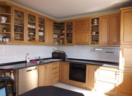 STARBROKERS – Priestranný 3-izbový byt s loggiou v Ružinove