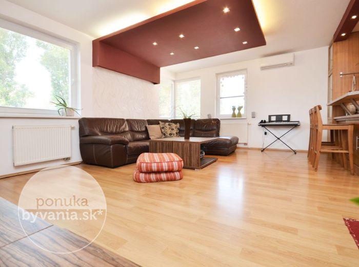 PREDANÉ - NA KRIŽOVATKÁCH, 3-i byt, 100 m2 – slnečný TEHLOVÝ byt, novostavba, 2x BALKÓN, klimatizácia, NÍZKE NÁKLADY, KOMPLETNE zariadený