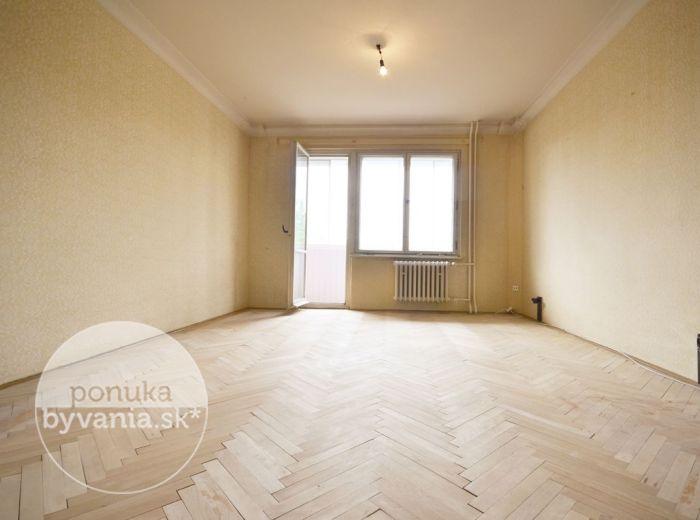 PREDANÉ - ZIMNÁ, 1,5-i byt, 49 m2 – slnečný byt so zasklenou LOGGIOU, pivnica, obľúbená lokalita, IHNEĎ VOĽNÝ, pokojné bývanie UPROSTRED ZELENE