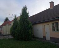 Predáme 4 izbový rodinný dom v obci Trhová Hradská