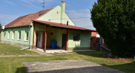 3 - izbový rodinný dom 110 m2, pozemok 650 m2 - Rajka