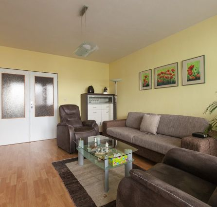 ZLOŽENÁ ZÁLOHA - 3-izbový priestranný byt (98,18m2) s garážou v staršej NOVOSTAVBE