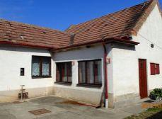 BLATNÉ - NA PRENÁJOM starší 3 izbový rodinný dom s veľkým pozemkom okr. SENEC