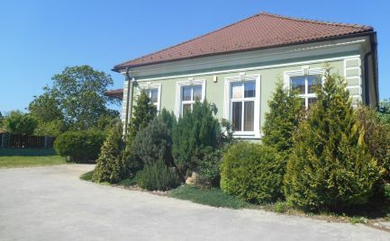 Štýlová rodinná vila 6+1 v Trenčianskych Stankovciach s 1044 m2 pozemkom