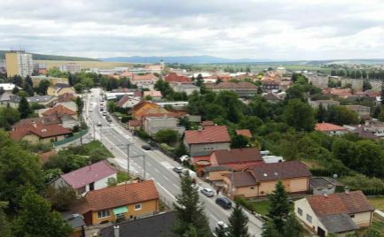 BÁNOVCE nad BEBRAVOU – 3 – izb. byt / sídl. SEVER / VEĽMI PEKNÝ / komplet prerobený / 80 m2 / BALKÓN