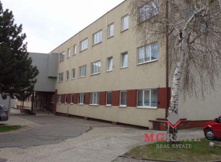 Skladovacie a kancelárske priestory v Bratislave-Rači.