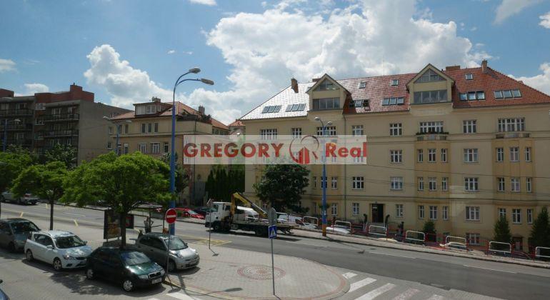 GREGORY Real, na predaj slnečný 3-izbový byt s parkingom, balkón, výhľad na Palisády, Zámocká ul., Bratislava I. Staré mesto, 95 m2