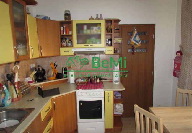 REZERVOVANÉ !! Predáme 4 izbový zrekonštruovaný byt - Zlaté Moravce (555-114-AFI)