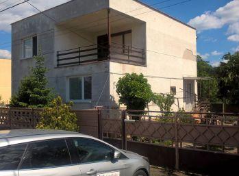 Reality Štefanec /ID-10546/ Jatov,okr. NZ, predaj 5 iz. poschodového domu na 7,65 á stavebnom pozemku. Cena 65.000,-€. Dohoda možná !!!