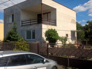 Reality Štefanec /ID-10546/ Jatov,okr. NZ, predaj 5 iz. poschodového domu na 7,65 á stavebnom pozemku. Cena 70.000,-€. Dohoda možná !!!