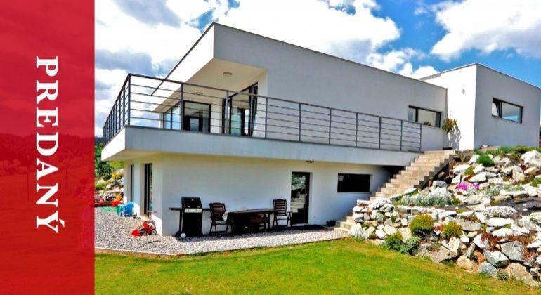 PREDANÝ: Luxusná rodinná vila s krásnymi výhľadmi