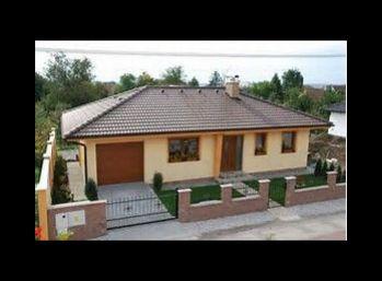 Stavebný pozemok 771 m2 v obci Beckov + stav. povolenie/ VOĹNÝ