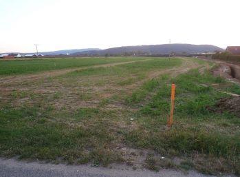 Stavebný pozemok 619 m2 v obci Beckov + stav. povolenie/ VOĽNÝ