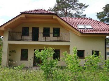 Rodinný dom,  6 izbový, pozemok 860 m2, v obci Banka pri Piešťanoch